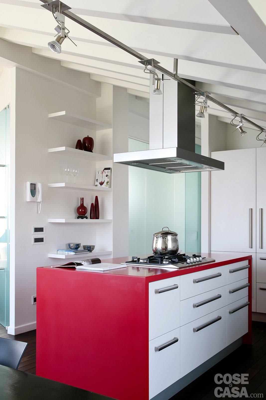 Volumi bianchi in mansarda per avere pi luce cose di casa - Furgone attrezzato con cucina ...