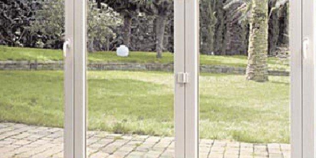 Chiudere la pergola con vetrate