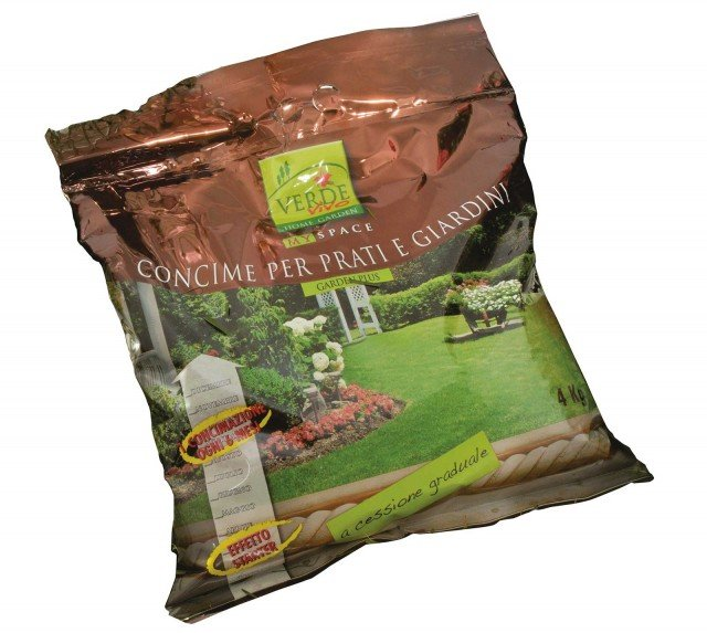 Il concime per prati e giardini Garden Plus è un granulare a cessione graduale 22 - 8 - 12 formulato per le concimazioni a medio e lungo termine. Conf. da 4 kg costa 17,50 euro di VerdeVivo - www.verdevivo.it