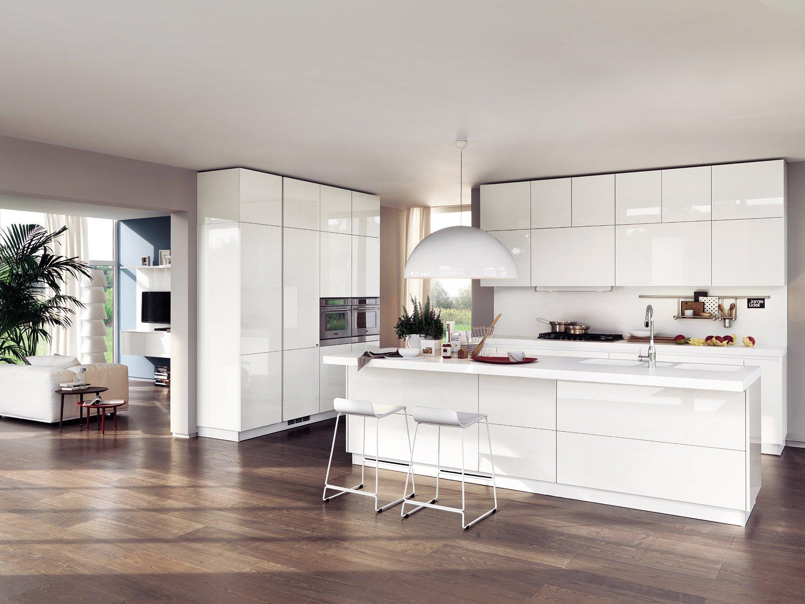 La cucina con l 39 isola monocromatica o bicolore cose di casa for Piani di cucina con isola e camminare in dispensa
