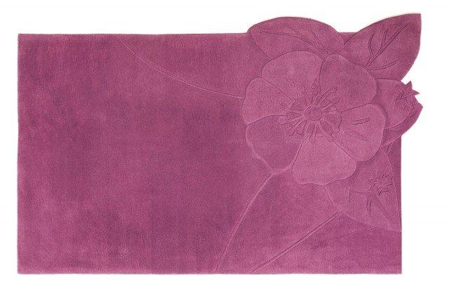 8. Chic di Sitap è realizzato in pura lana lavorata a mano; è molto decorativo grazie al grande fiore stilizzato su un lato. Misura L 254 x P 173 cm. Prezzo 785,68 euro. www.sitap.it