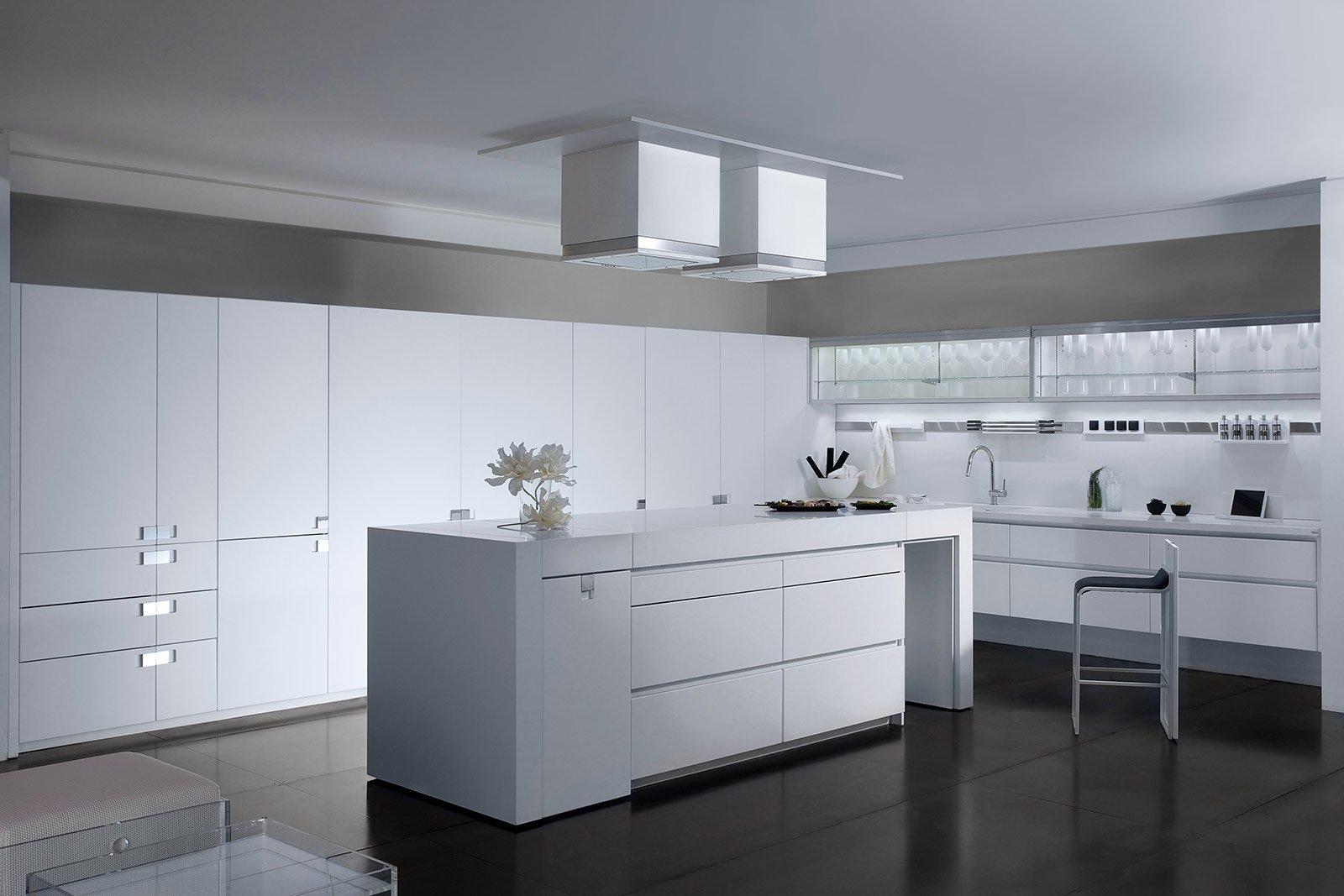 Cucine bianche moderne cose di casa for Cucine con isola moderne