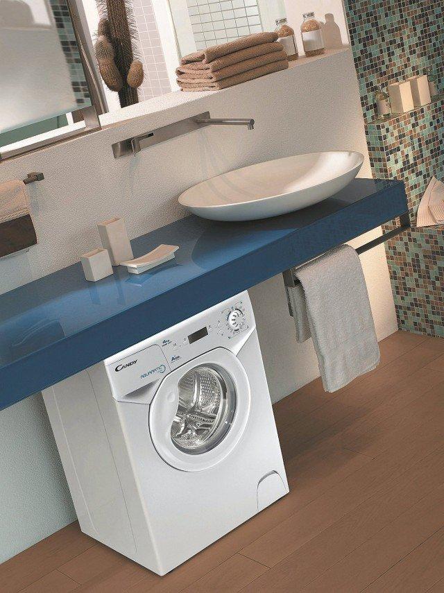 Lava fino a 4 kg di bucato la lavatrice compatta in classe A+ con centrifuga massima 1.000 giri. Dispone di programmi speciali giornalieri rapidi costa 499 euro Aquamatic di Candy, www.candy.it