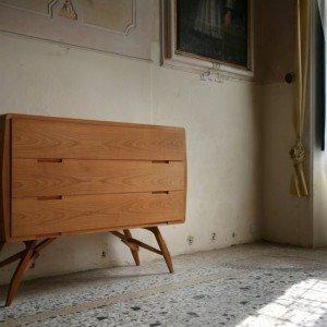 Cassettone di Carlo Mollino Produzione Morelato 2005 Mobile con cassetti in legno di ciliegio (L150 P 59 H 115)