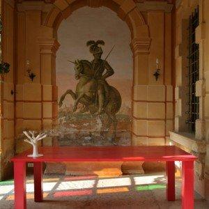 Alberobello di ALdo Cibic Produzione Morelato 2009 Tavolo in legno di larice tinto con scultura in legno (L200 P 100 H77)