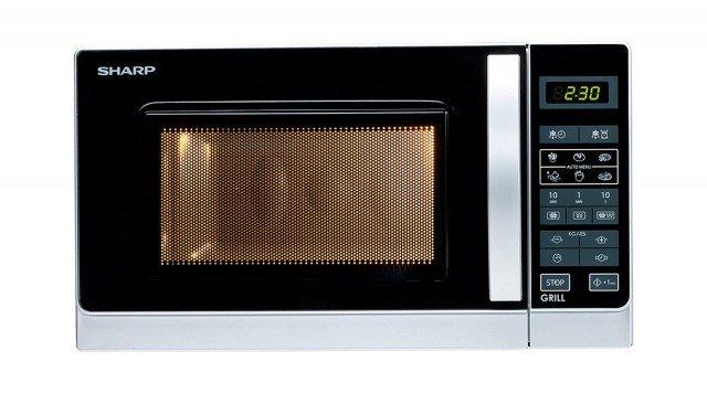 Funziona a 11 livelli di potenza il forno microonde con grill con pannello comandi Touch Control; misura L 43,9 x P 35,8 x H 25,7 cm e costa 99 euro R642INW di Sharp www.sharp.it,
