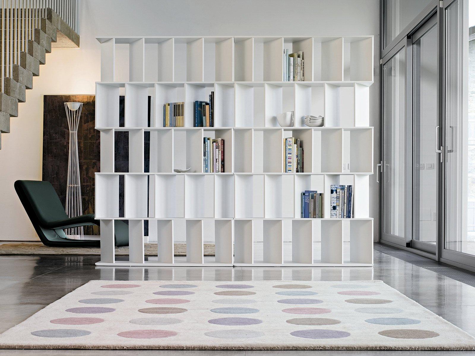 Librerie bifacciali per separare ambienti cose di casa for Divisori ambienti ikea