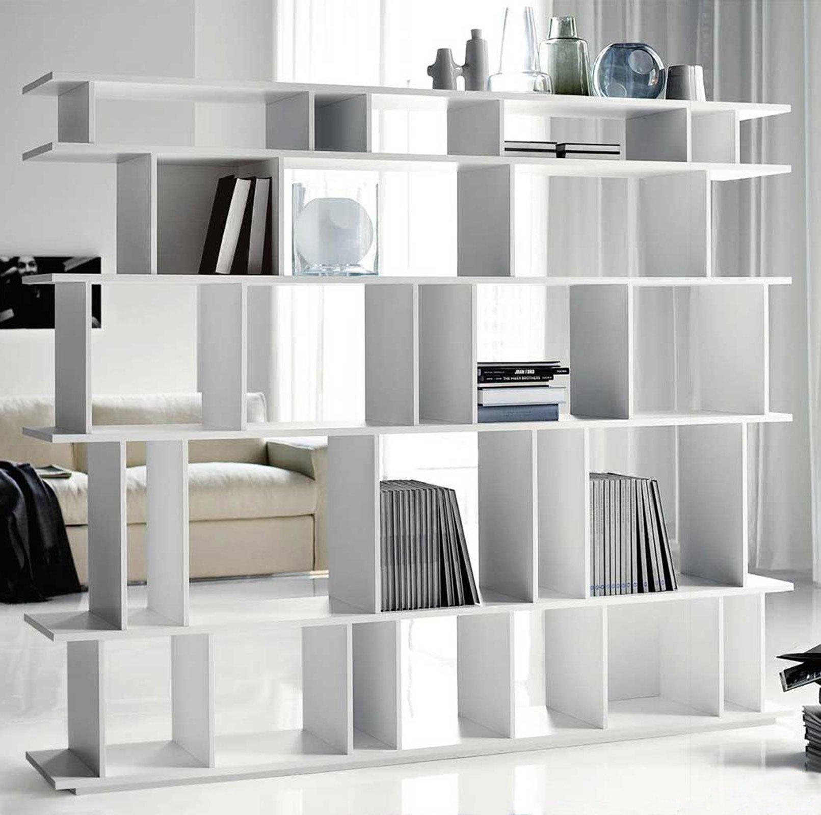 Librerie bifacciali per separare ambienti cose di casa for Libreria a muro bianca
