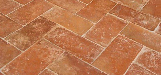 Pavimento Cotto In Inglese: Pavimenti in cotto fatto a mano per interni ed esterni.