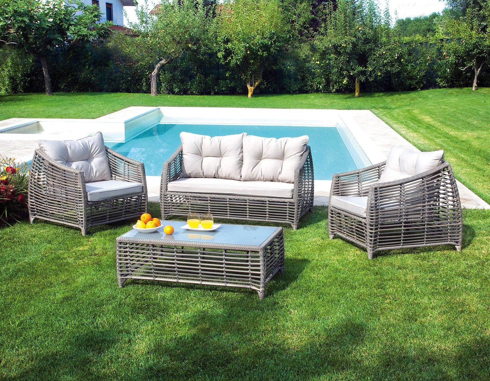 Far salotto in giardino o in terrazzo cose di casa for Divano per terrazzo