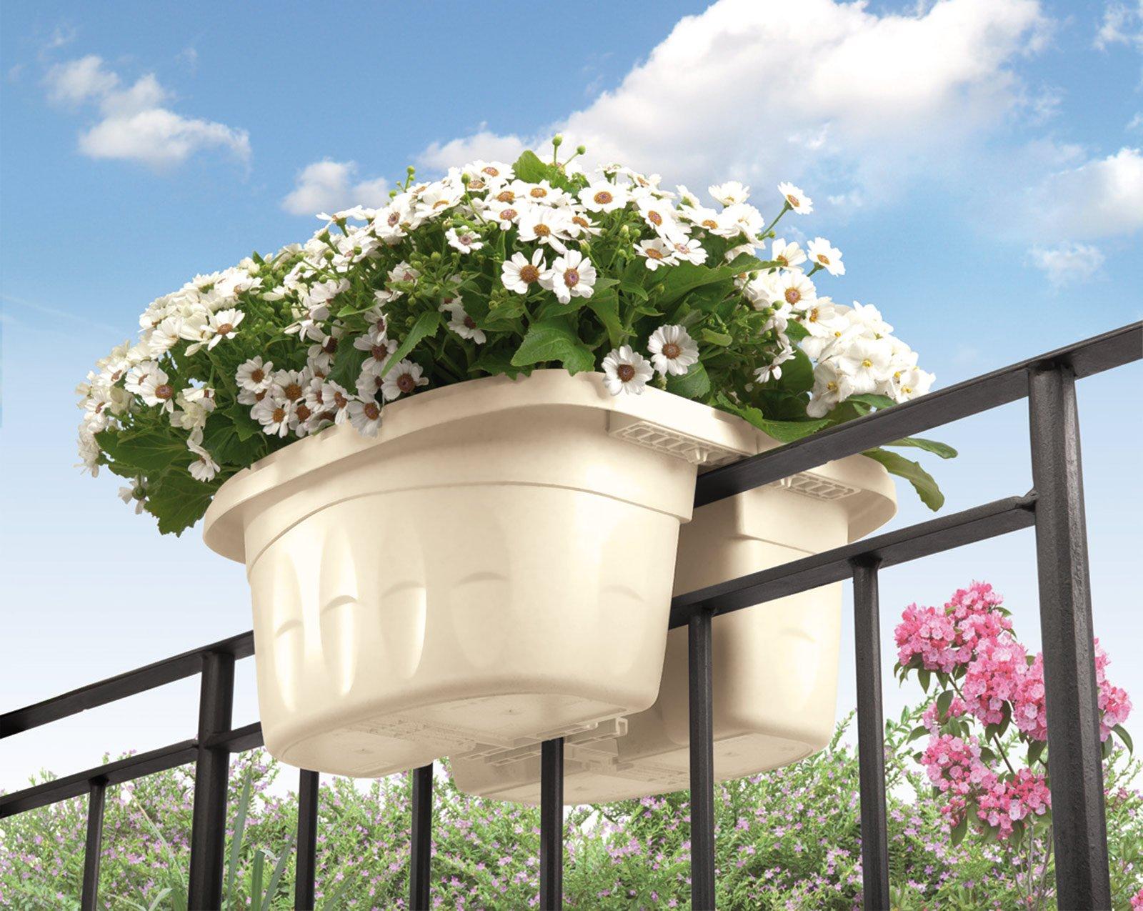 Arredare un piccolo spazio esterno cose di casa for Amazon portavasi da balcone