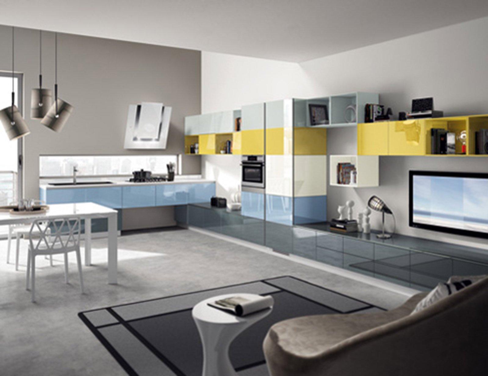 Vetro e colore per un ambiente contemporaneo cose di casa for Piccola cucina a concetto aperto