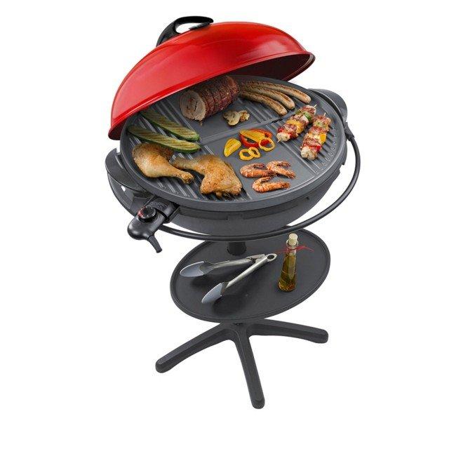 Il barbecue VG400 di Steba ha potenza di 2.200 watt e griglia con rivestimento in ceramico che assicura un'ottima cottura dei cibi. È completo di vassoio raccogli grassi, termometro e spia di controllo della temperatura. Disponibile nei colori nero e rosso, misura L 65 x P 60 x H 106 cm. Prezzo 467,80 euro. www.schoenhuber.com
