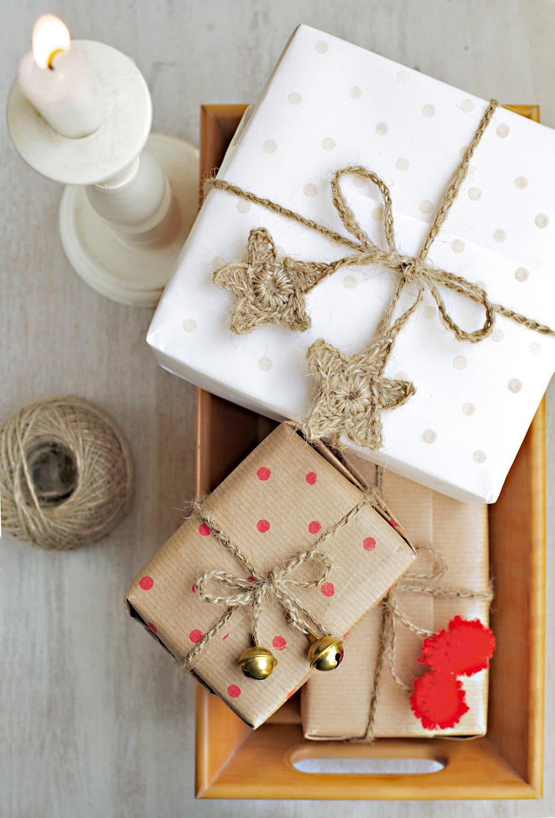 Idee per decorare pacchetti regalo personalizzati cose for Idee per regali