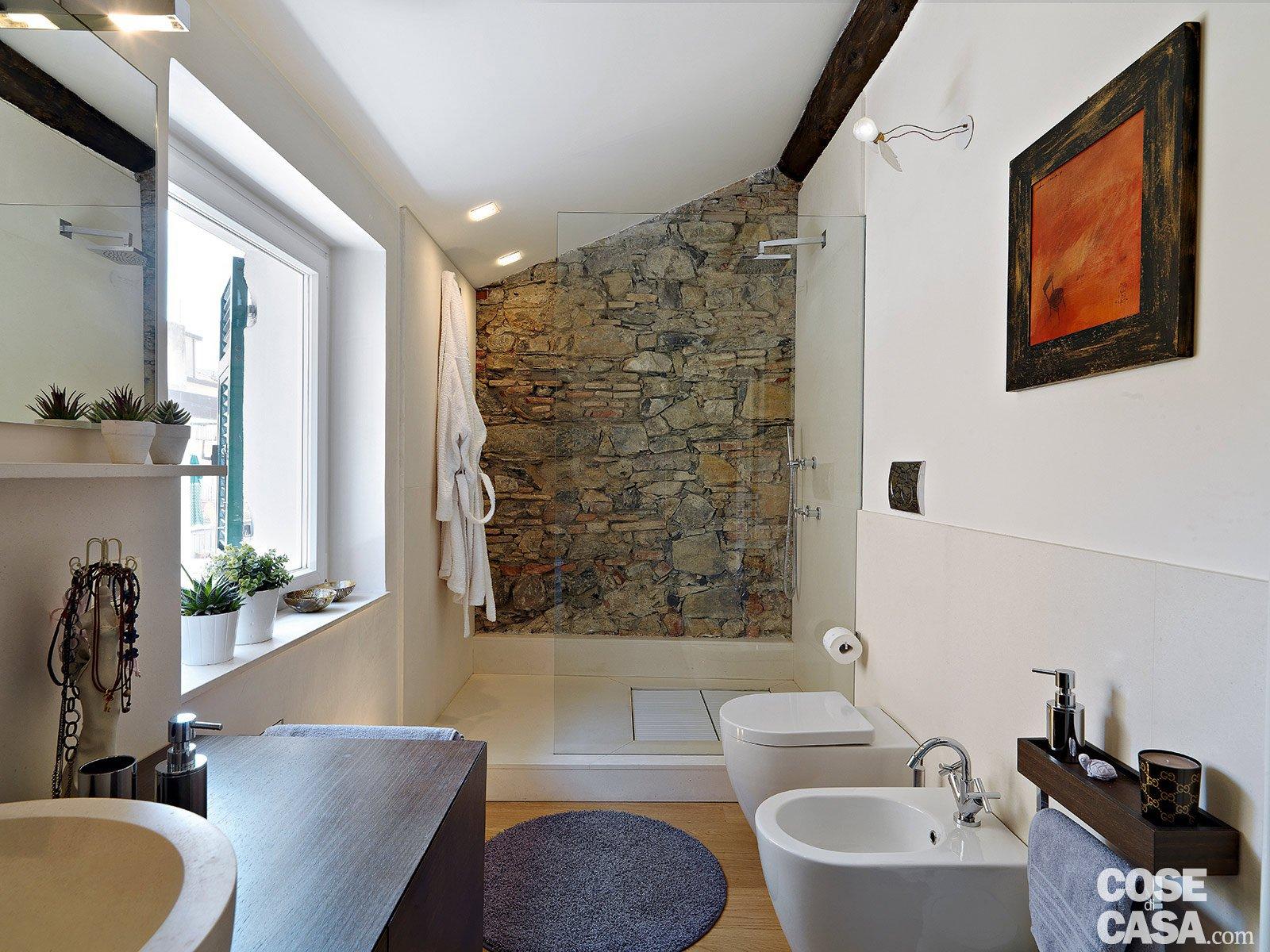 Interni bagni alla moda pavimenti e bagno progetta for Opzioni esterne della casa