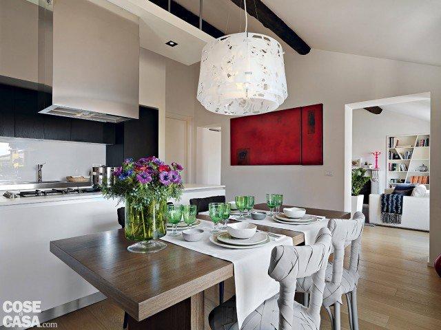 casa-pegazzano-pecchio-tavolo-cucina
