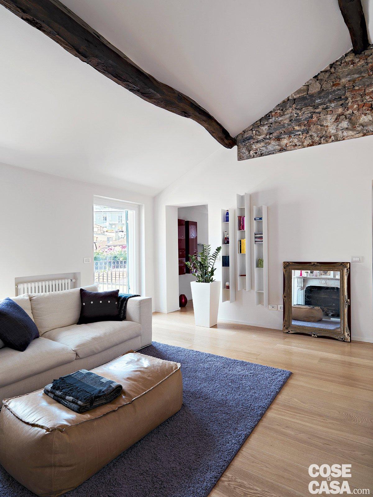 86 mq interni tra passato e presente cose di casa for Interni di case in legno contemporanee