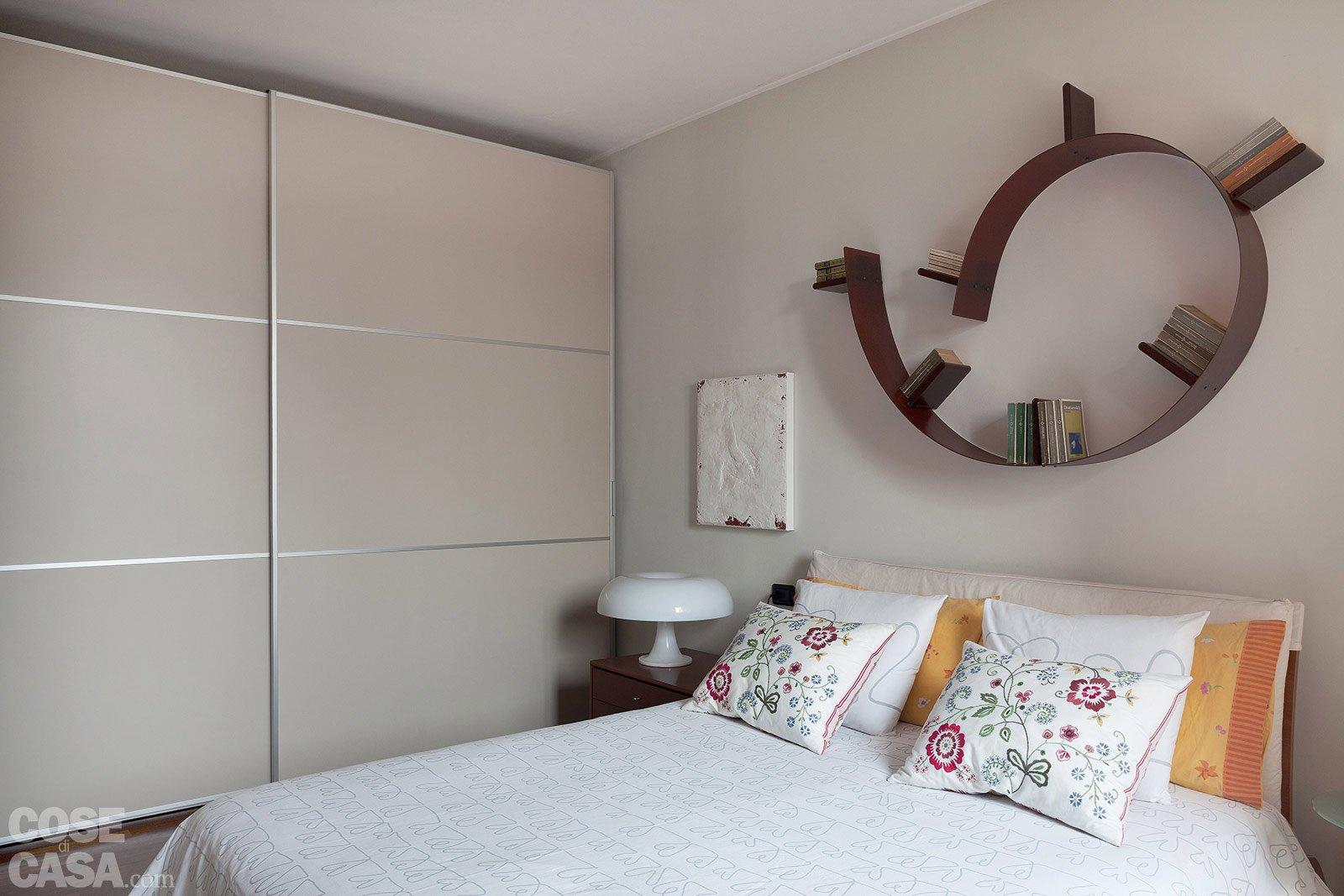 Una casa formato famiglia cose di casa for Mensole moderne camera da letto