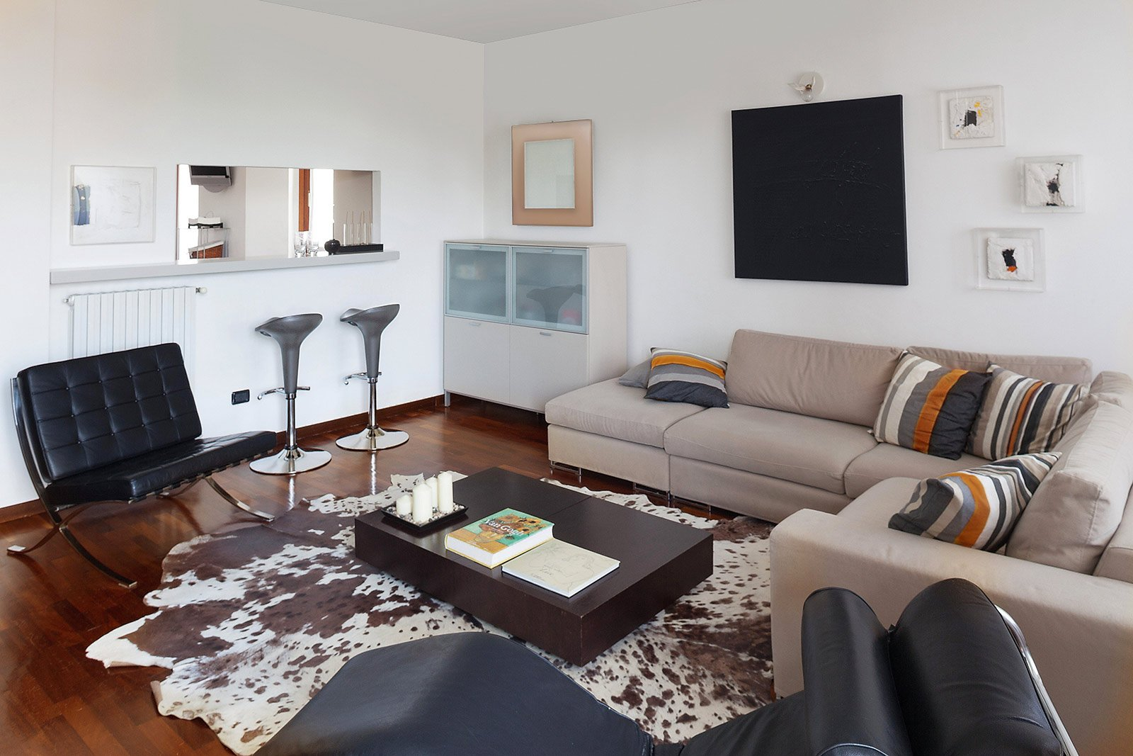 Una casa formato famiglia cose di casa for Casa con due soggiorni