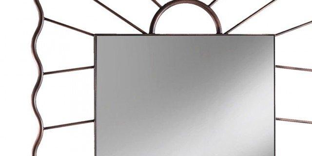 Specchio: essenziale o estroso?