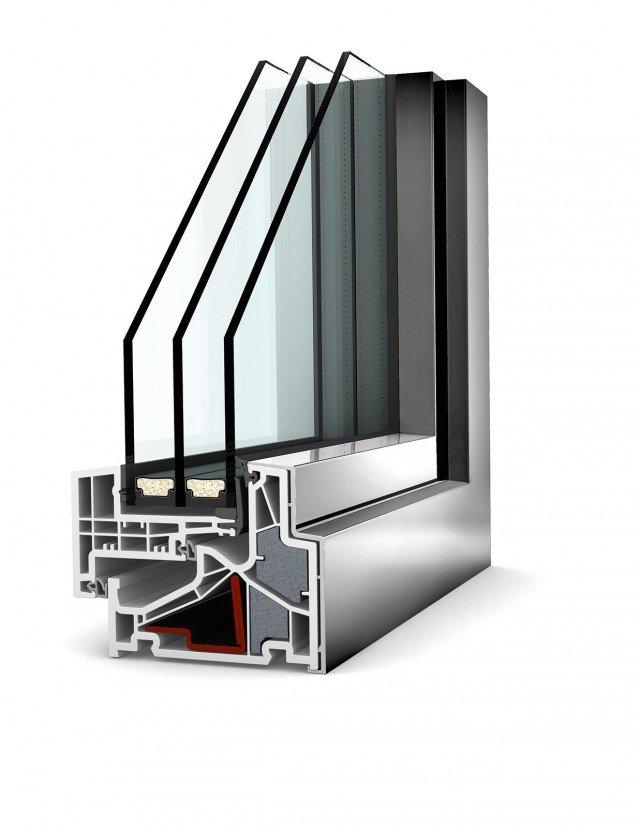 In alluminio e pvc, con effetto tutto vetro in 90 mm di spessore, il serramento KF500 di Internorm raggiunge Uw 0,69 W/m2K. Performance isolanti sono garantite daaccoppiamenti di due materiali per sommare le caratteristiche di entrambi: per esempio guscio in alluminio ed esterno in pvc. www.internorm.it