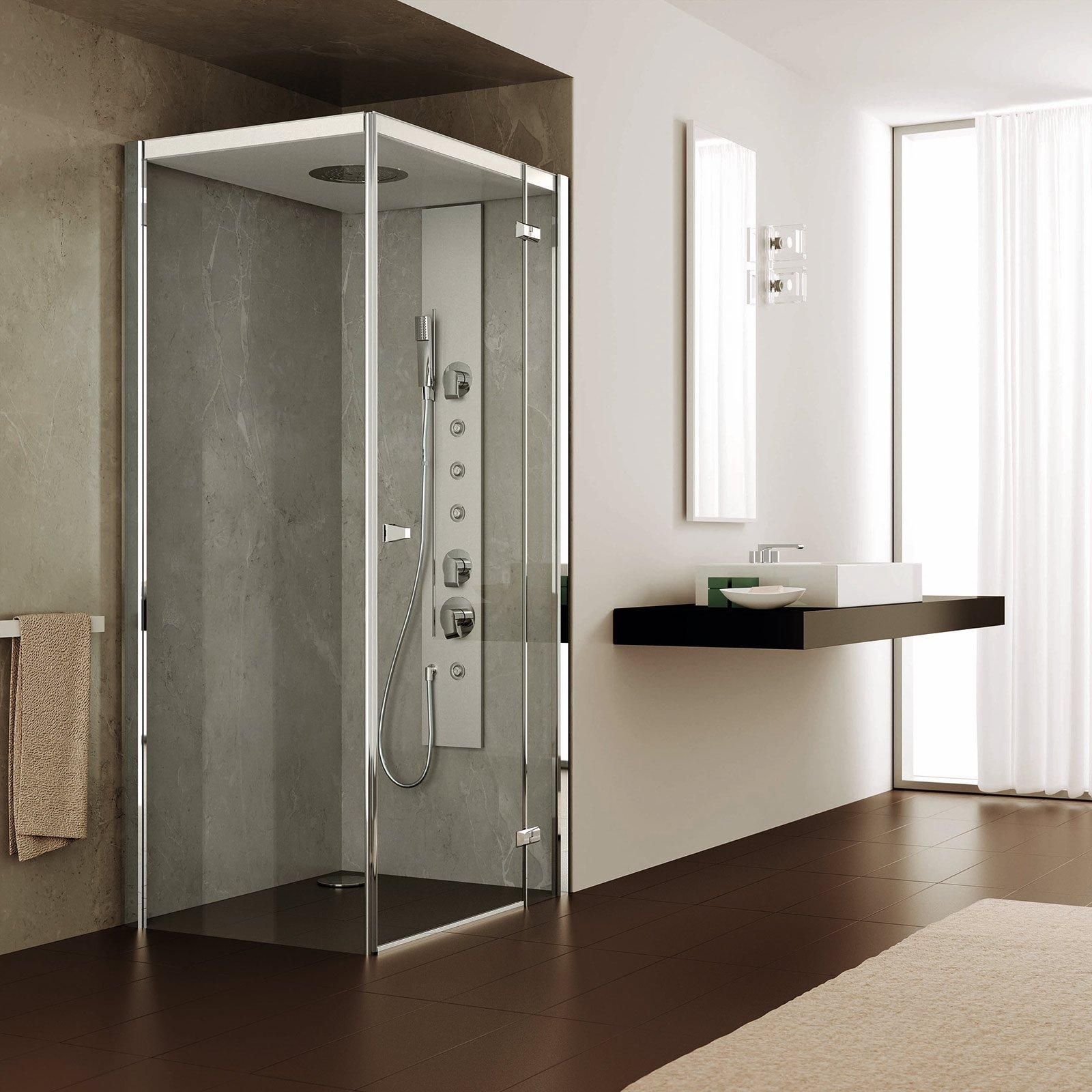 dotato di bagno turco con potenza 24 kw il box doccia ad angolo
