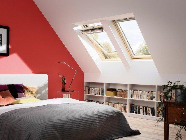 Dotata di trattamento autopulente, con finitura pino naturale e vetrata isolante Energy la finestra per tetti Velux GGL di Velux ha Uw 1,2 W/m2K. www.velux.it