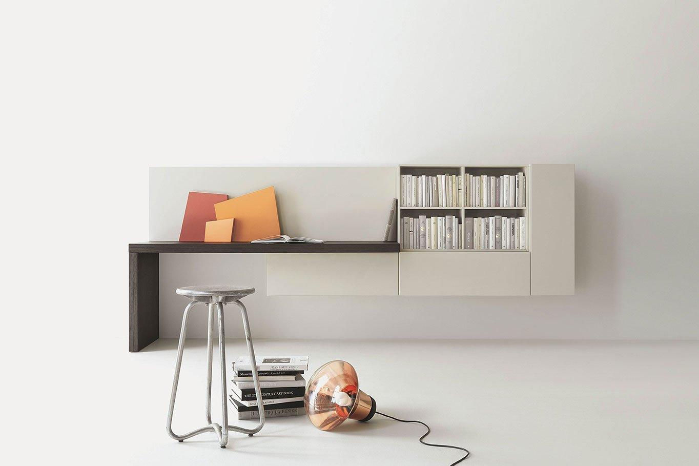 Lavorare comodamente da casa ecco la scrivania giusta - Angolo studio in camera da letto ...