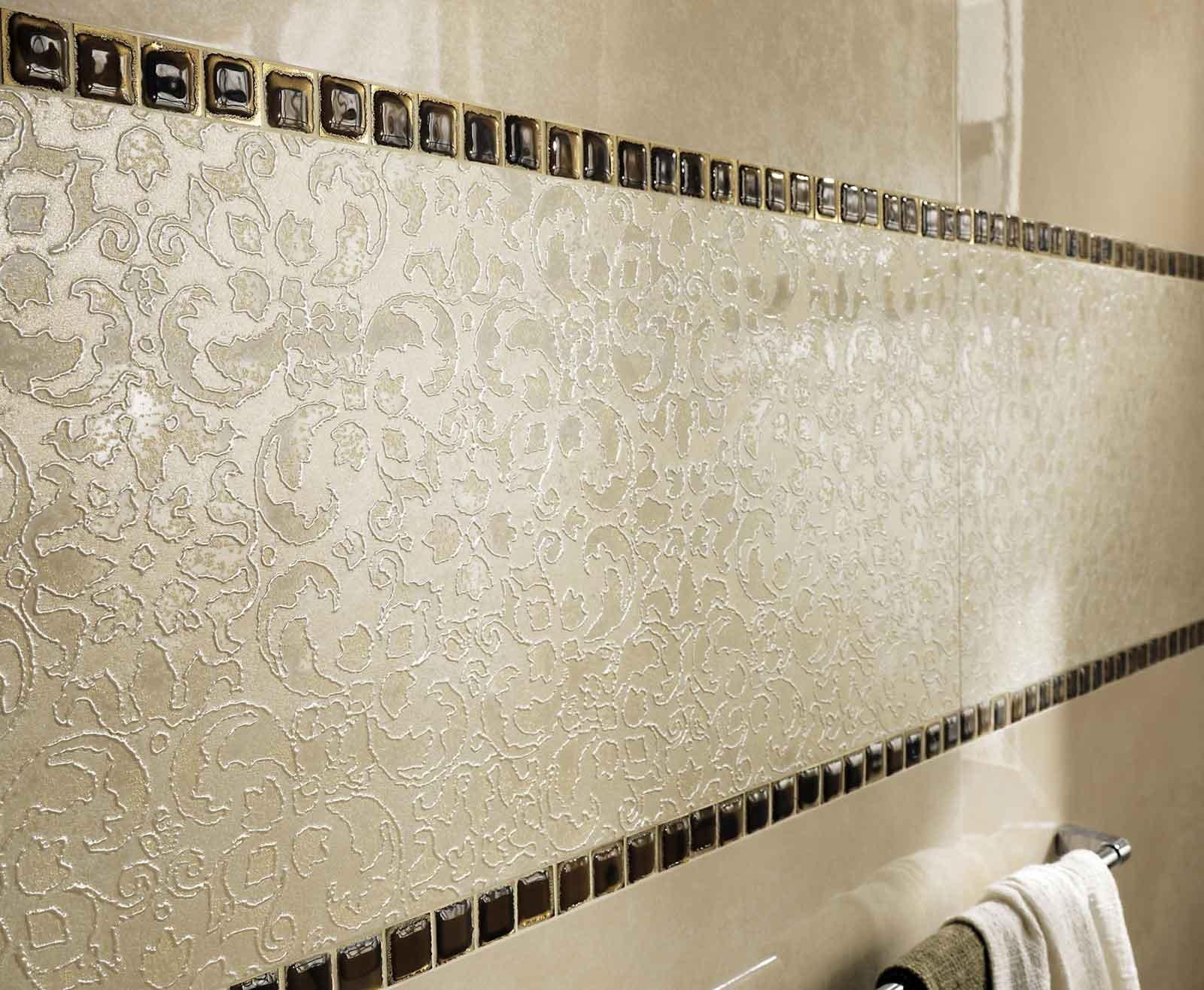 la ceramica per rivestimenti evoque riflessi beige di fap ceramiche ha un effetto materico e una