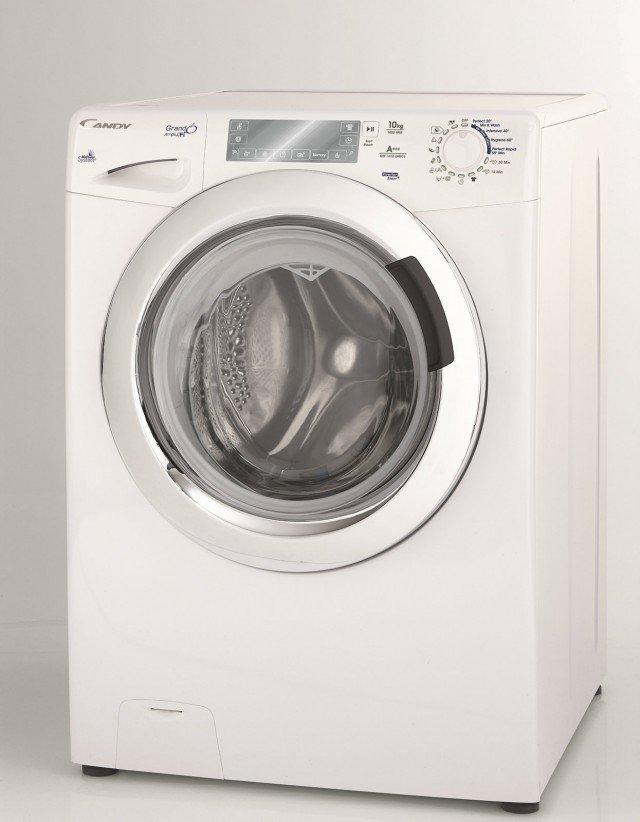 La lavatrice GrandÓ Simply|Fi, sfrutta la tecnologia wi-fi, per offrire un'interazione costante con l'utente che la può monitorare costantemente, gestire da remoto e personalizzare attraverso l'apposita App, connettendosi da smartphone, tablet e pc. Tra le funzioni specifiche più interessanti, c'è quella che permette di mantenere il bucato sempre fresco anche quando non si è ancora a casa ed il ciclo di lavaggio è già terminato. Prezzo in via di definizione. www.candy.it