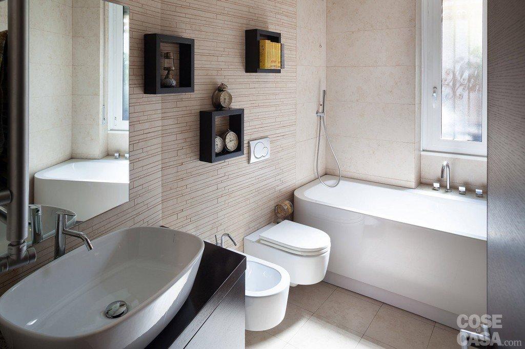 Via il corridoio spazi pi ampi cose di casa for Cornici per piastrelle bagno