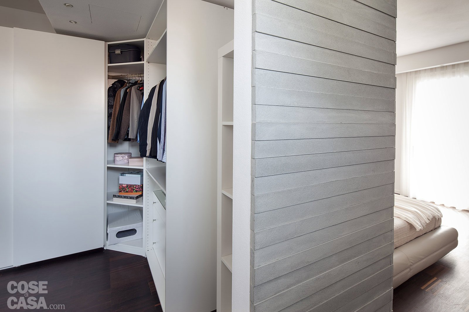 Architetture in piena luce cose di casa for Camminare nelle planimetrie dell armadio