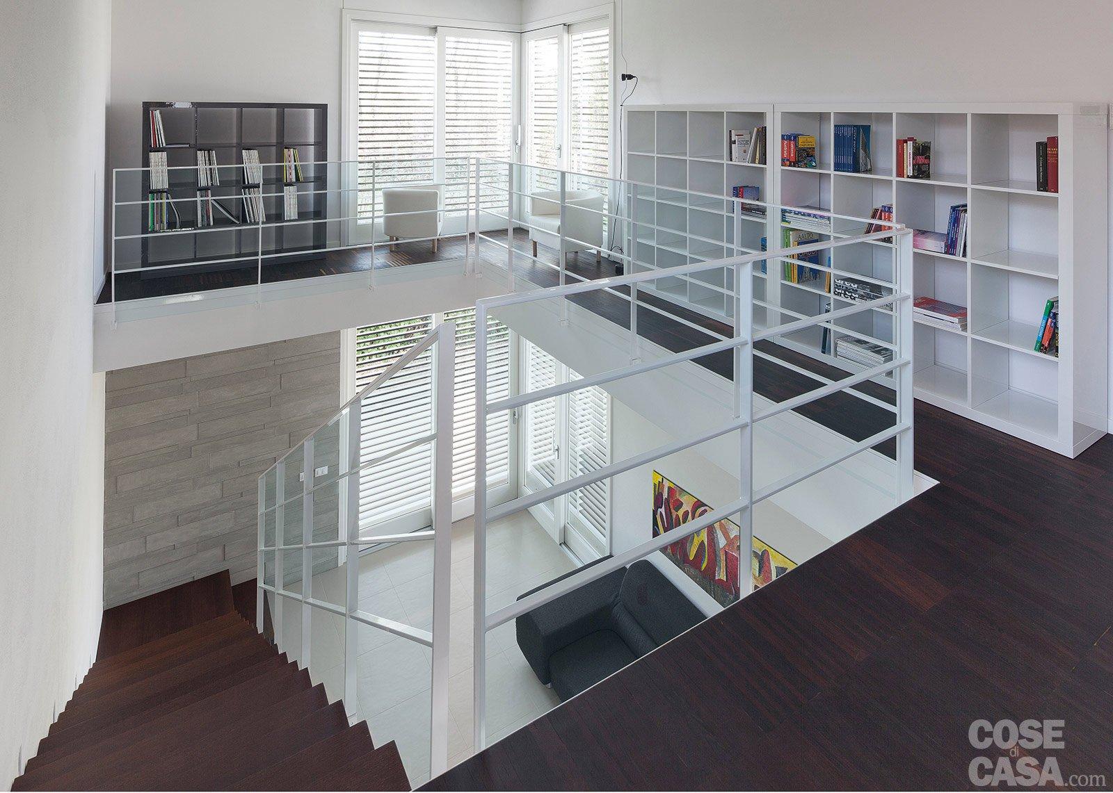 Architetture in piena luce cose di casa for Piani a pianta doppia con seminterrato