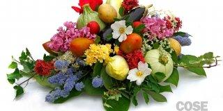 Il centrotavola con ortaggi e fiori