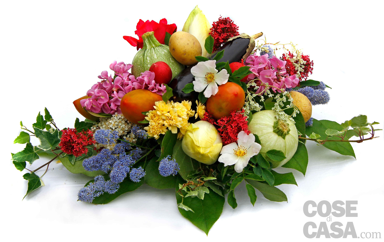 Il centrotavola con ortaggi e fiori cose di casa - Centrotavola natalizi con fiori finti ...