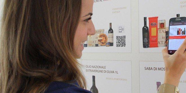 """Acquisti con lo smartphone: arriva il """"poster intelligente"""""""