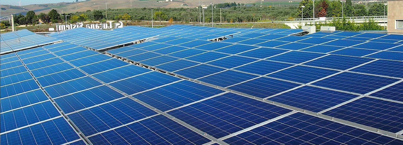 Pannelli Solari Termici Da Balcone sfruttare la superficie del tetto con impianti solari