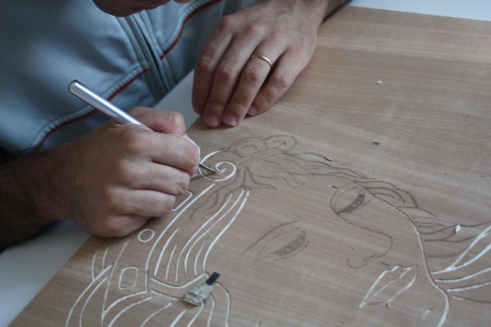 Rinnovare la cucina decorando le ante con incisione cose - Fai da te verniciare finestre legno ...