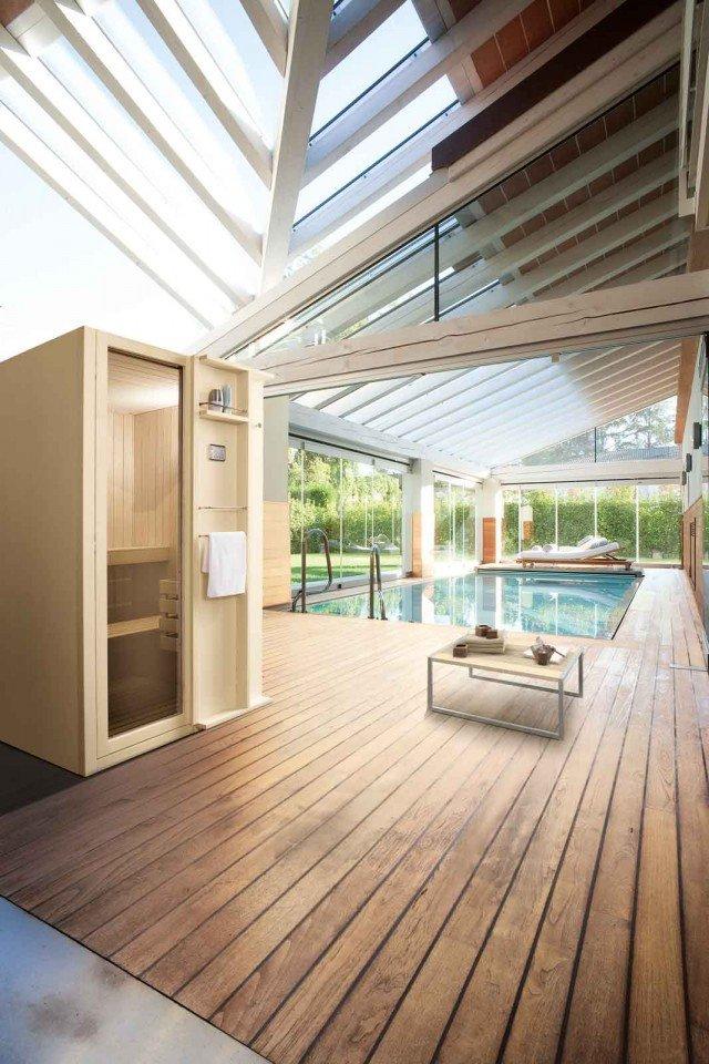 La cabina in abete della sauna Talìa di Sauna Vita ha un allestimento interno completo, con pannello digitale e display; può essere ulteriormente integrata con sistema audio e cromoterapia. Misura L 120 x P 192 x H 204 cm. www.saunavita.it