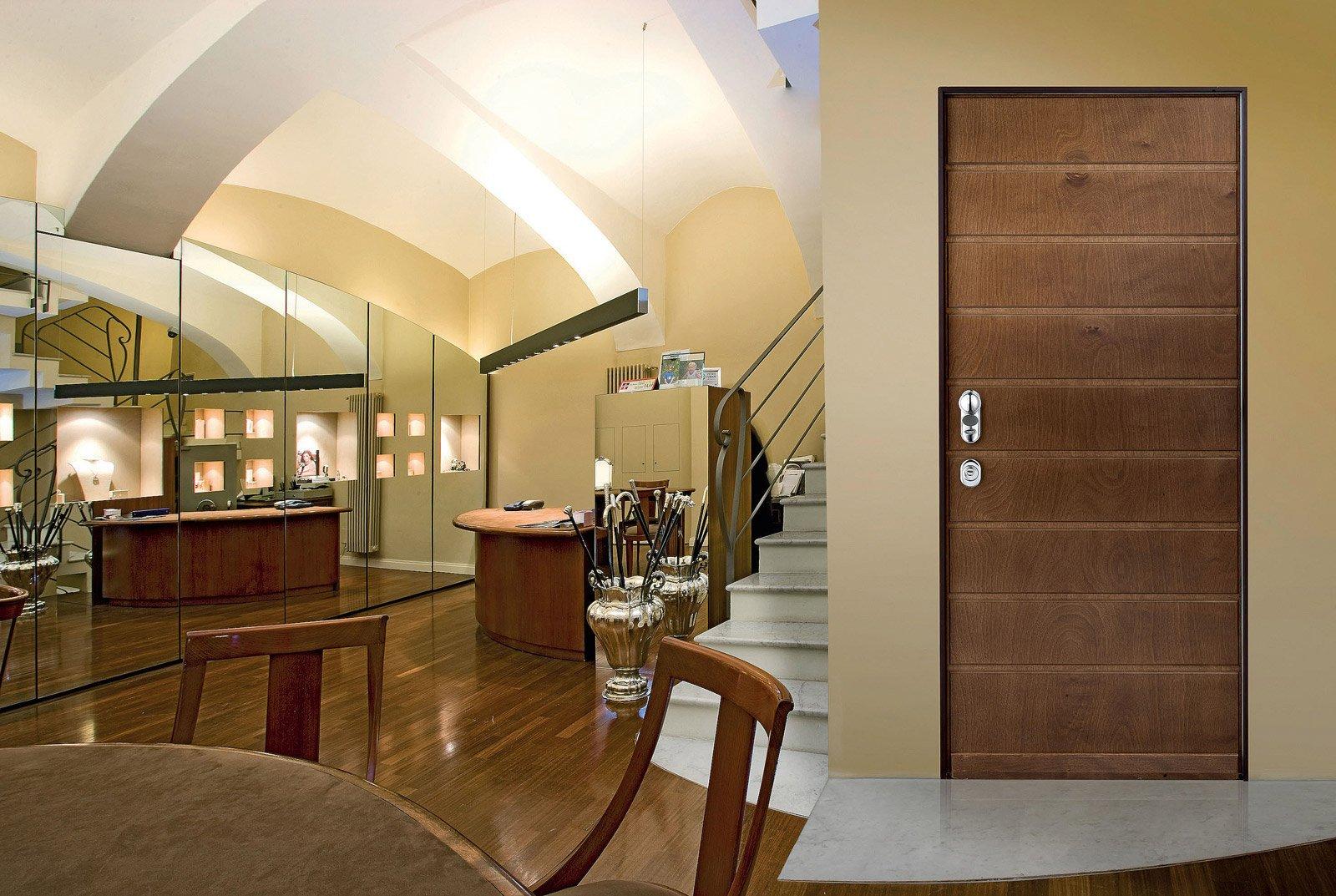 Ingressi protetti all 39 interno e all 39 esterno cose di casa for Ville moderne con vetrate