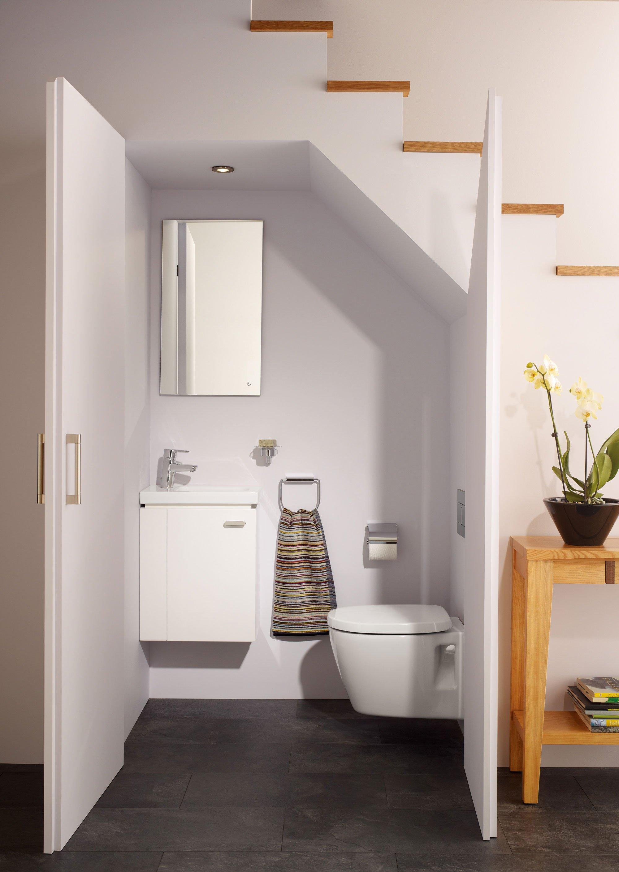 fanno parte della collezione connect space 51 di ideal standard il lavamani in ceramica bianca con