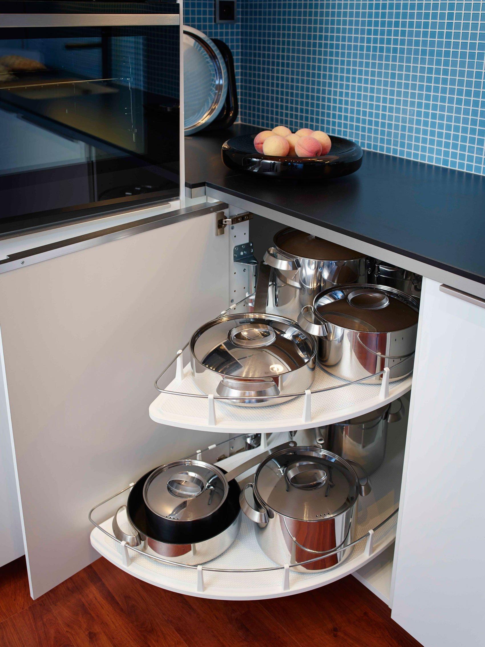 Angoli risolti in cucina cose di casa for Mobili angolari ikea