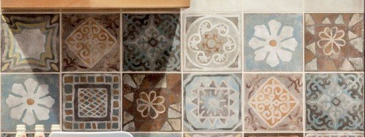 Ceramica sant 39 agostino cose di casa - Mattonelle esagonali cucina ...