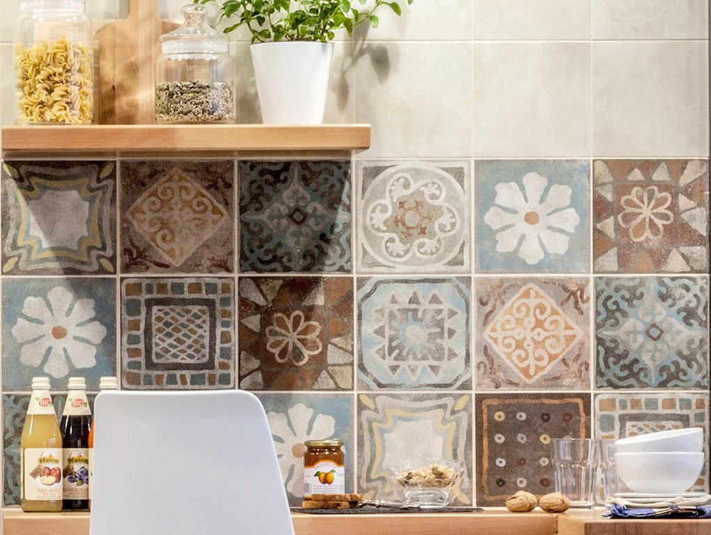 Scegliere le piastrelle per le pareti della cucina cose for Mattonelle finte per cucina