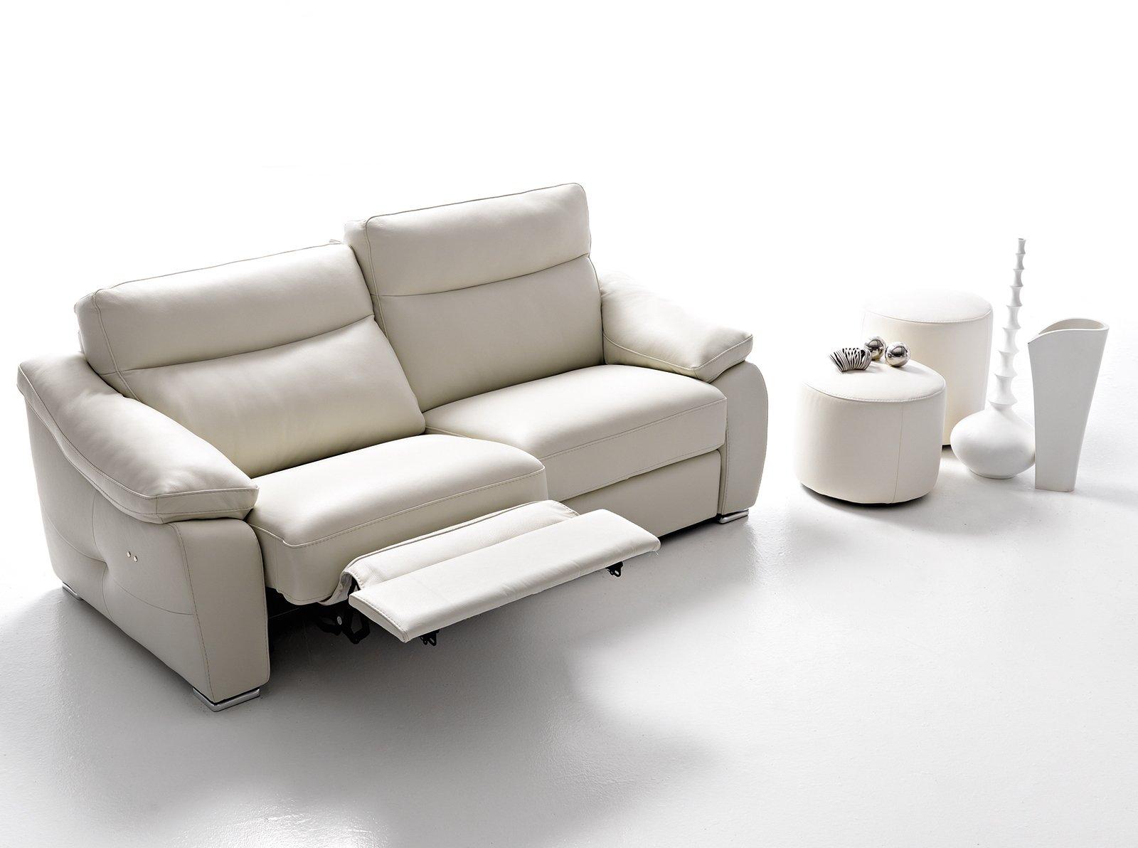 Divani con meccanismi per ogni tipo di relax cose di casa - Copridivano per divano in pelle ...