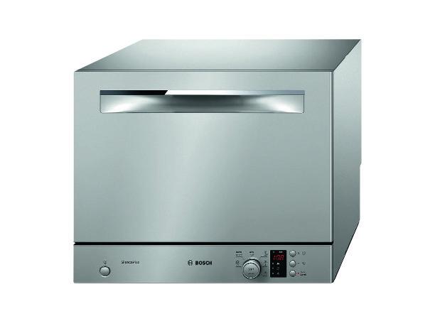 Da appoggio, la lavastoviglie compatta da 6 coperti in classe A+ ha 6 programmi e 5 temperature. Misura L 55,1 x P 50 x H 45 cm e costa 564 euro ActiveWater Smart SKS62E18EU di Bosch www.