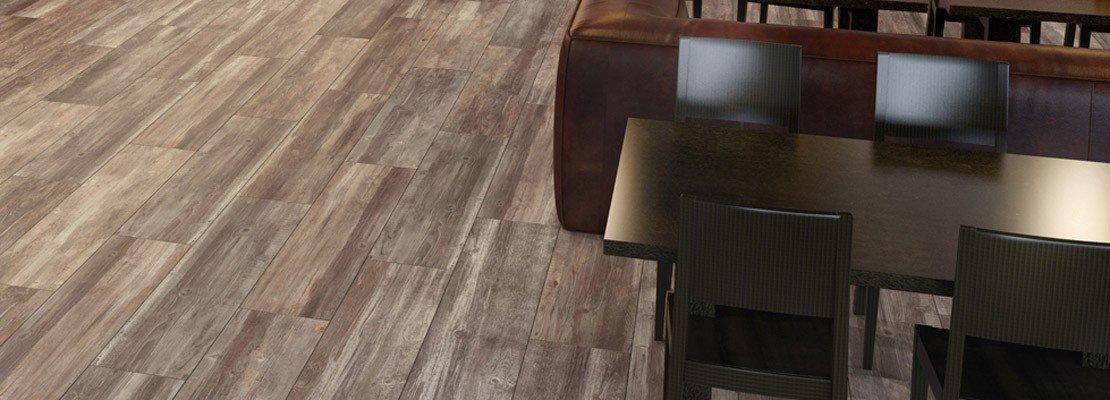 Scegliere il pavimento della cucina effetto legno for Pavimento ceramica effetto parquet