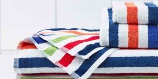 Asciugamani per il bagno: come scegliere materiali e colori
