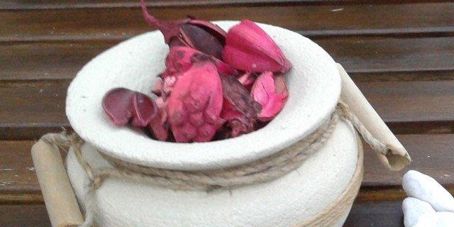 Vaso portapetali, semplice e decorativo al tempo stesso