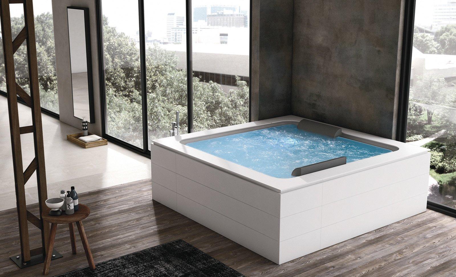 Bagno idromassaggio in vasca o doccia per un benessere domestico cose di casa - Piscina da interno ...